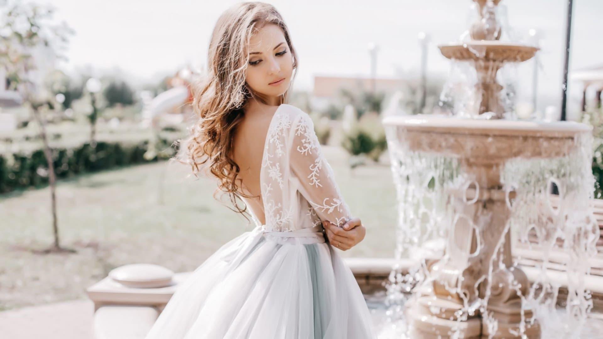 Випускні сукні 2019  модні тенденції та особливості вибору - Жіночий ... 8ba131124d549