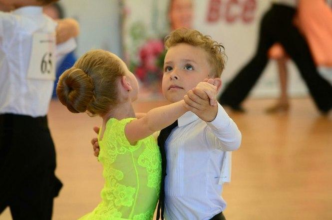 Чому варто віддати дитину на танці