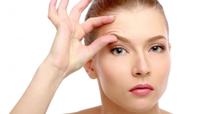 10 безглуздих звичок у догляді за шкірою обличчя, які старять