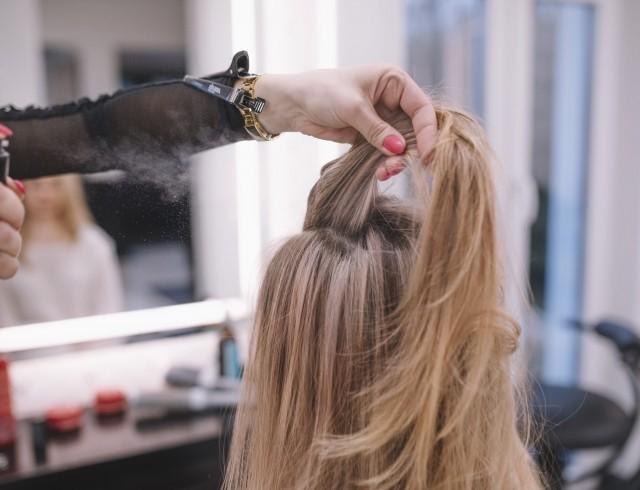Як правильно використовувати спрей для волосся?
