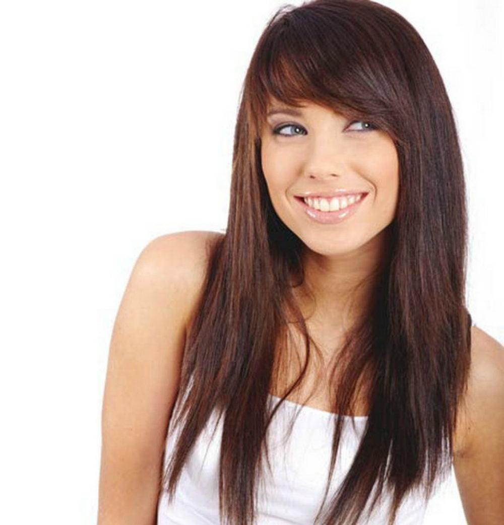 Прически на длинные волосы с косой челкой на бок